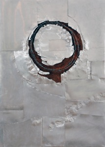 Corona, 2012. Aluminium, soil and wire on canvas. 120 x 80 cm.